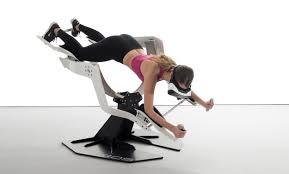 O idee inedita: experimentezi zborul in realitatea virtuala si iti antrenezi muschii in acelasi timp