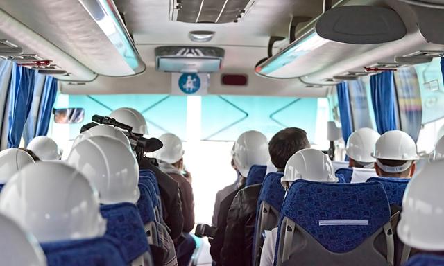 (P) Transportul Angajatilor la si de la Fabrica, Santier, Ferma sau Supermarket